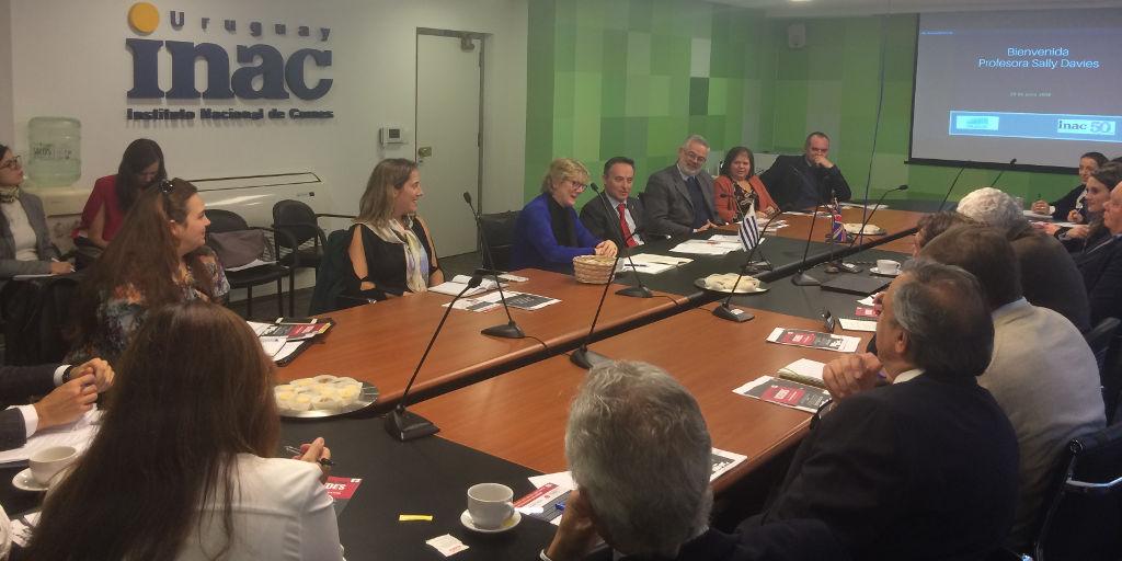 Mesa Redonda en INAC sobre Resistencia Antimicrobiana