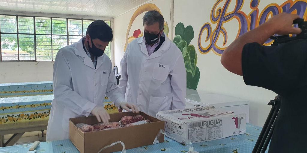Entrega de carne ovina para los comedores  en litoral norte.